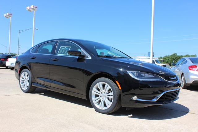 New Chrysler 200 4dr Sdn Limited FWD